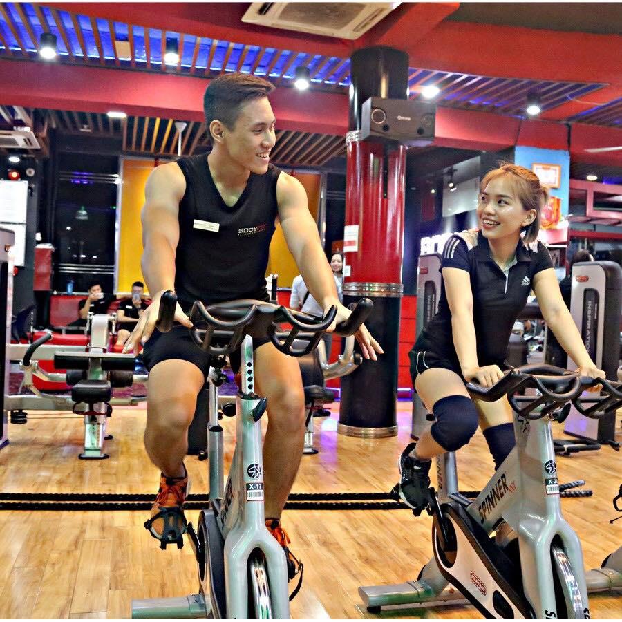 Cách để trở thành huấn luyện viên gym